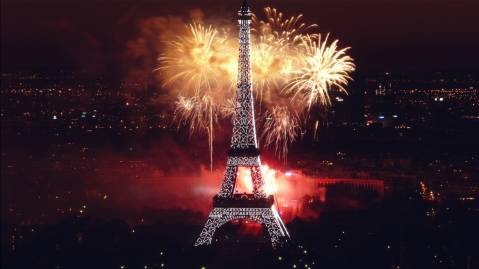 fireworks at eiffel tower